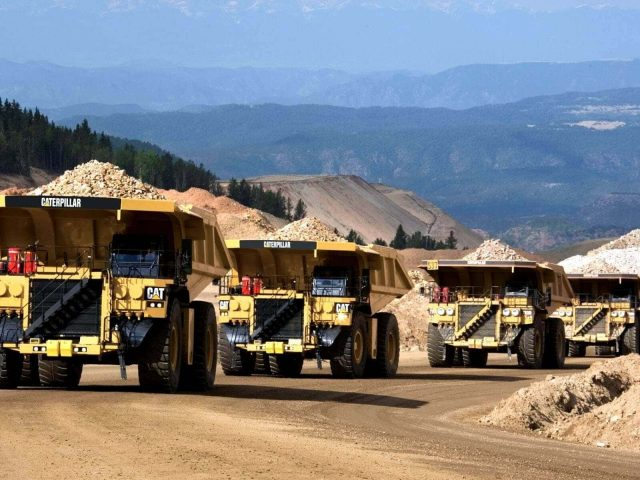 mining-images-cat-trucks-yellow-487835